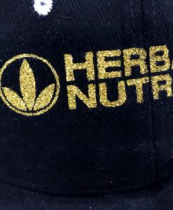 Impresionarte-Xativa-Nutricion-Herbalife-gorra-gold-dorada-oro-brillante-marca-logo-publicidad-excursion-aire-libre-brillante-purpurina-negro-blanco-algodon-visera